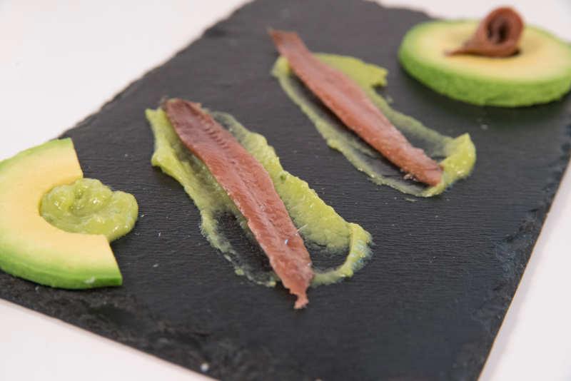 Anchoas en conserva del Cantábrico con guacamole