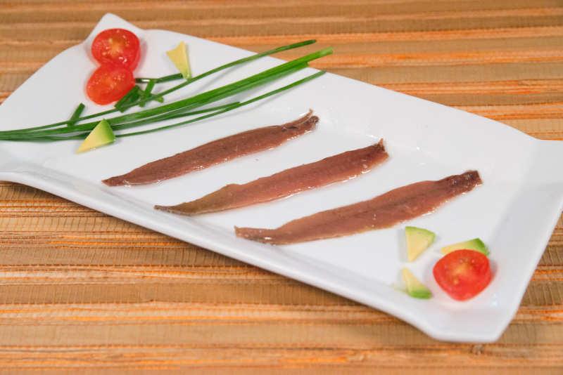 Presentación de anchoas en conserva del Cantábrico