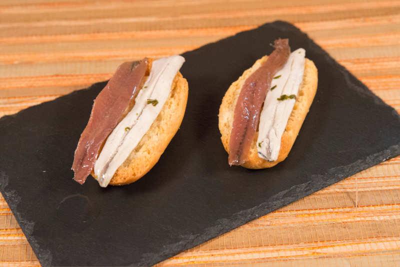 Pincho de anchoa con boquerón en vinagre del Cantábrico