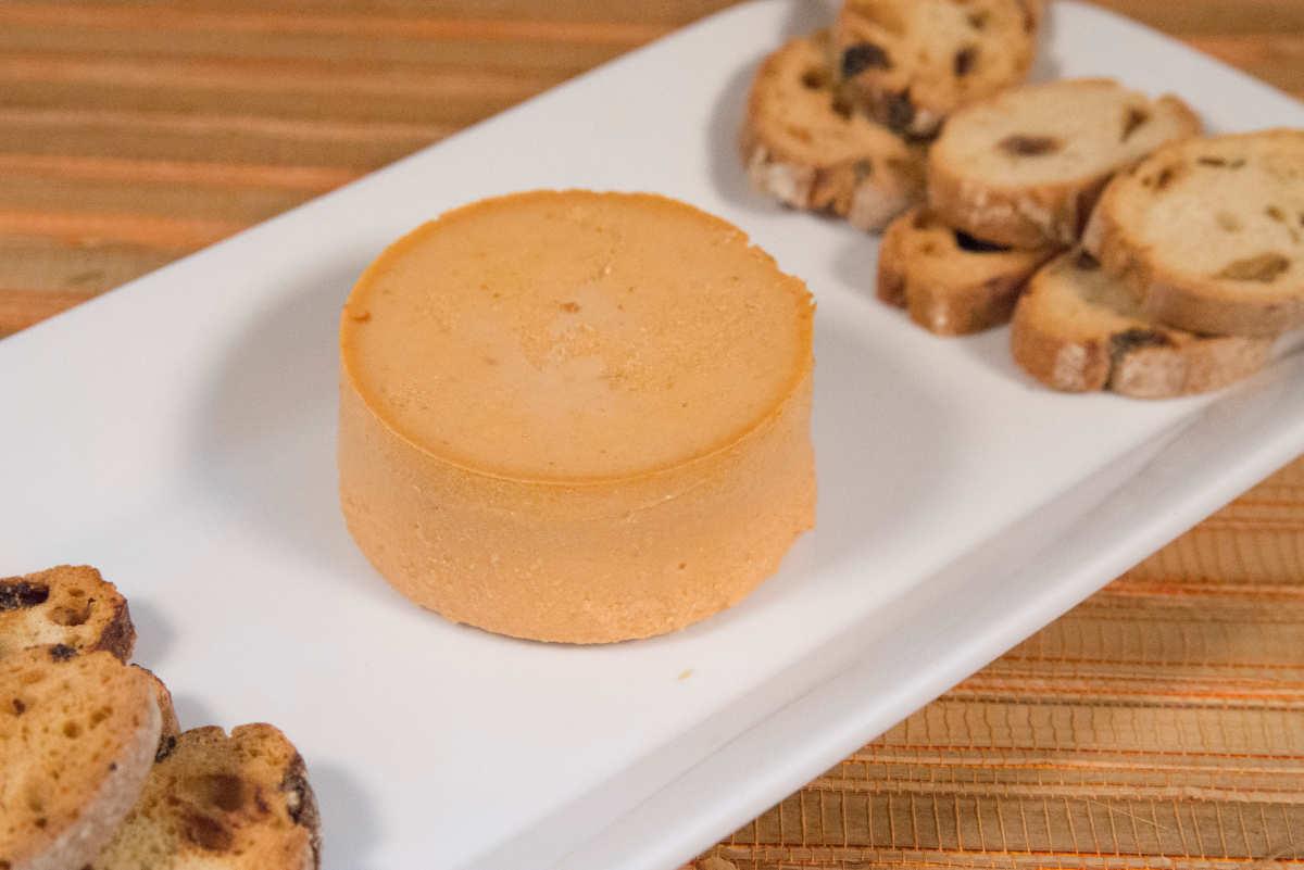 Paté de anchoa con biscotes